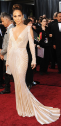 Jennifer Lopez arrives at the 84th Annual Academy Awards 2012.PNG