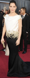 Sandra Bullock wearing a black and white Marchesa gown at the 2012 Oscars.PNG